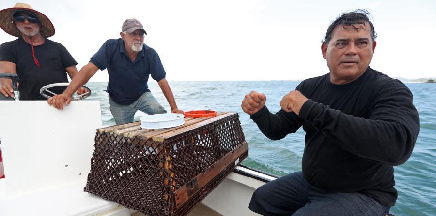 Los pescadores Ángel Hernández, Héctor Hernández y Rigoberto Hernández coinciden en que el estancamiento de la industria recae en el gobierno. (horizontal-x3)