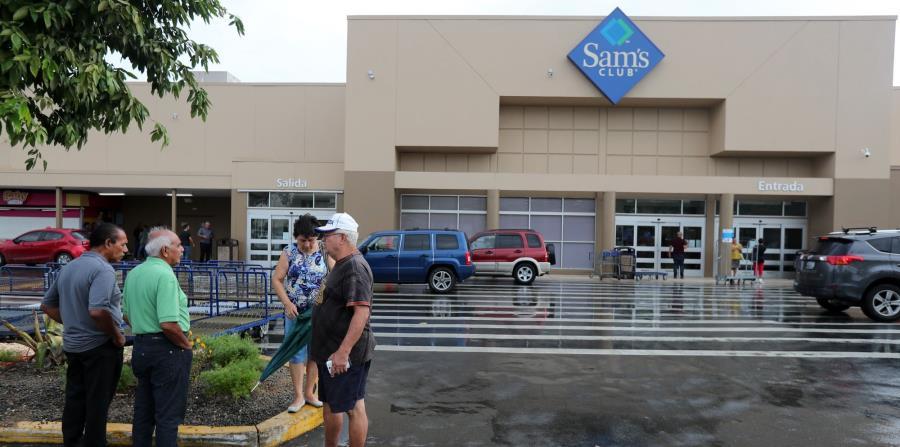 El público llegó hasta el Sam's de Rexville y se encontró que estaba cerrado. (horizontal-x3)