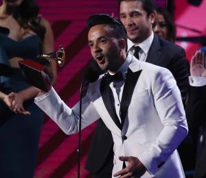 """Despacito"" acumula tres premios Latin Grammy"