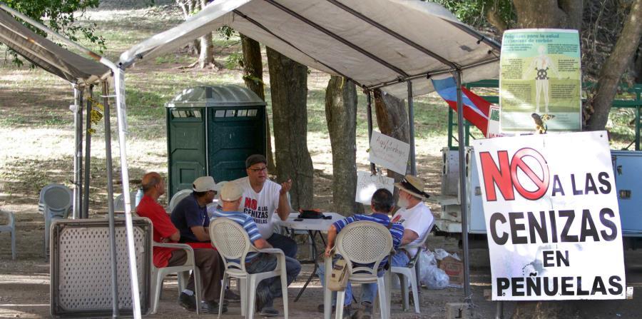 Un grupo de manifestantes en el campamento (horizontal-x3)