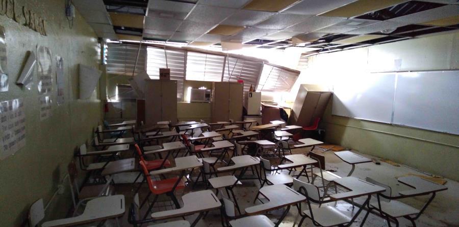 La escuela sufrió extensos daños  a causa del huracán María, por lo cual desde octubre los alumnos han asistido a clases en la escuela superior José Gautier Benítez. (Archivo / GFR Media) (horizontal-x3)