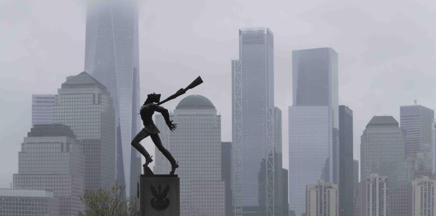 Esta foto del 16 de mayo del 2018 muestra una estatua dedicada a las víctimas de la masacre de Katyn, Polonia de 1940, en la ciudad de Jersey City, Nueva Jersey (horizontal-x3)