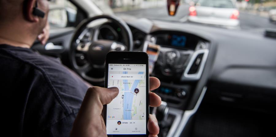 De aprobarse el reglamento, el ciudadano interesado en ser chofer de Uber tendría que cumplir con 17 documentos o trámites. (horizontal-x3)