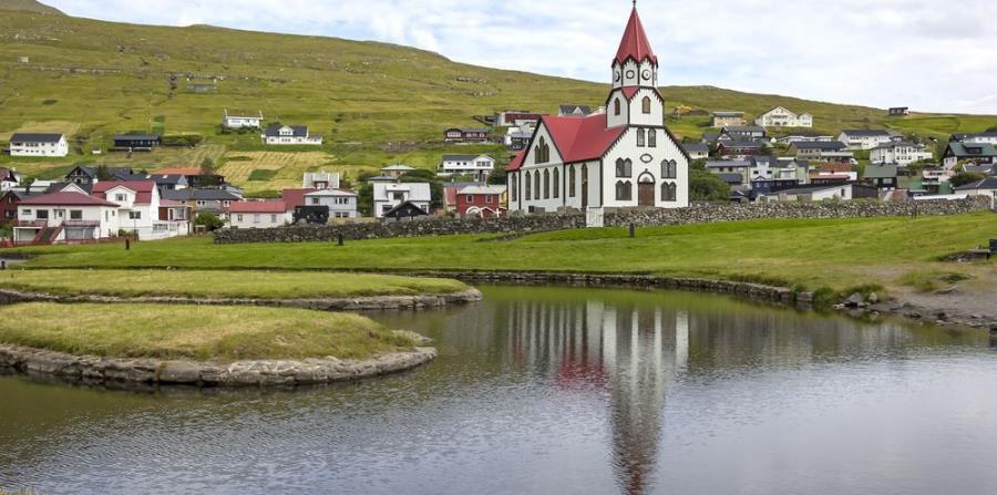 Islas Faroe en el oceáno Atlántico.
