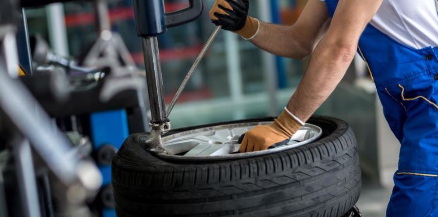 Lleva el neumático a un taller especializado. (Shutterstock)