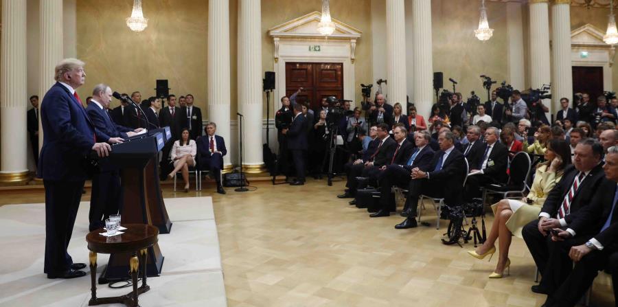 El mandatario estadounidense Donald Trump, a la izquierda, y su colega ruso Vladimir Putin participan en una conferencia de prensa al término de la reunión entre ambos en Helsinki, Finlandia, el lunes 16 de julio de 2018. (AP) (horizontal-x3)