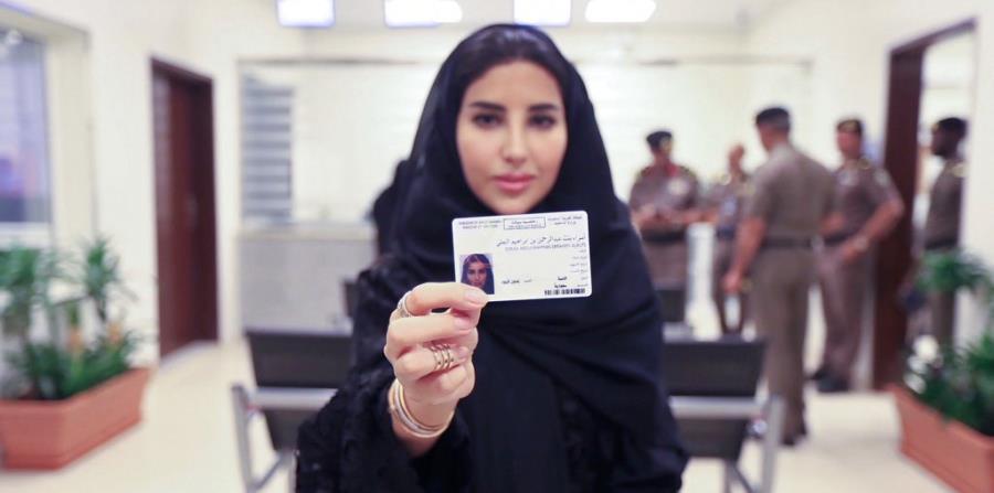Arabia Saudita emite licencias de conducir a 10 mujeres (horizontal-x3)