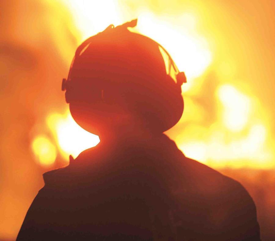 las llamas ya salían del segundo nivel del edificio cuando llegaron los primeros camiones. (semisquare-x3)