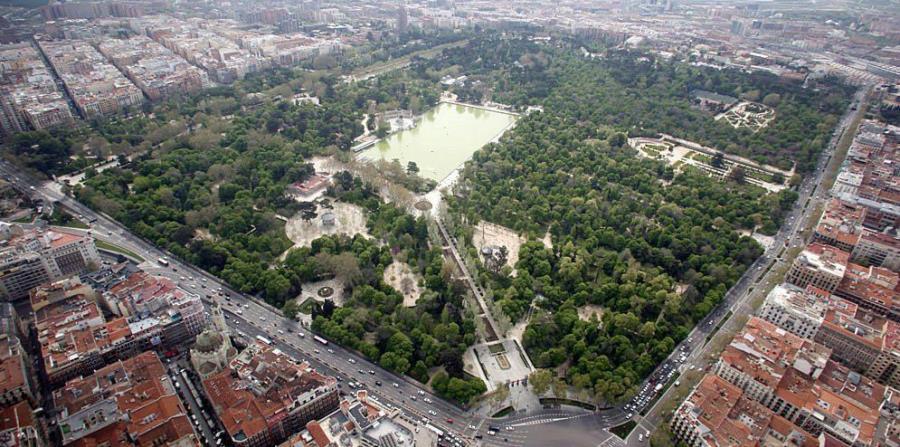 Más de 125 hectáreas y 15,000 árboles conforman este exuberante remanso de paz que tiñe de verde el centro de Madrid. (Suministrada)