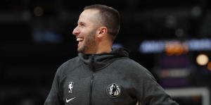 José Juan Barea protagoniza un momento de risas en el banco de los Mavericks