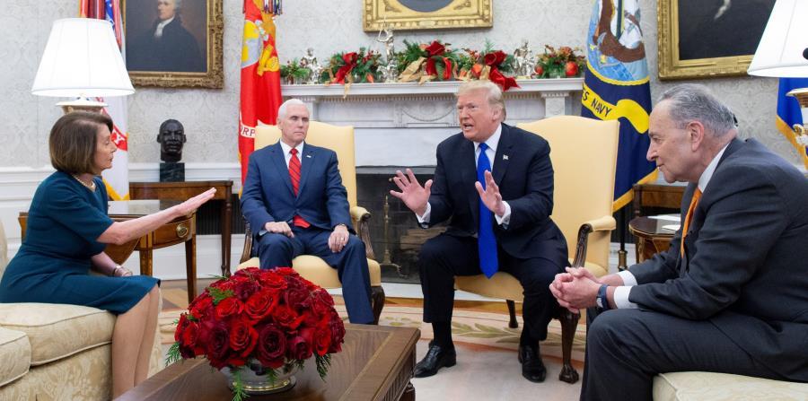 La última vez que Donald Trump y la speaker Nancy Pelosi se vieron las caras, el presidente finalizó la reunión tras la negativa demócrata a la construcción del muro fronterizo. (Agencia EFE) (horizontal-x3)