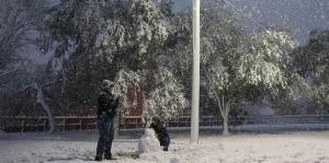 La nieve sorprende a los residentes d...