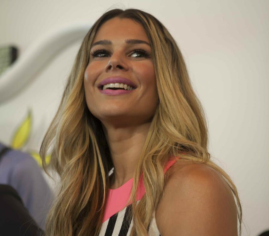 La presentadora de televisión luce bella con su nuevo corte de pelo. (GFR Media) (semisquare-x3)