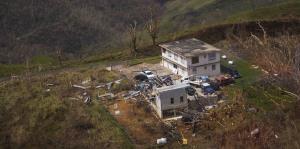 Puerto Rico desde el aire a una semana de María