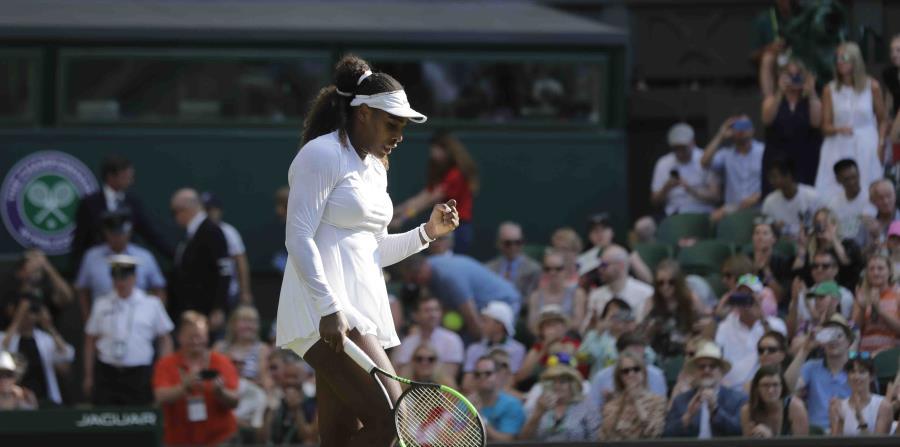 Serena Williams celebra al derrotar a la francesa Kristina Mladenovic. (AP) (horizontal-x3)