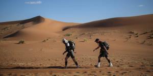 El extenuante maratón bajo el sol ardiente del desierto del Sahara