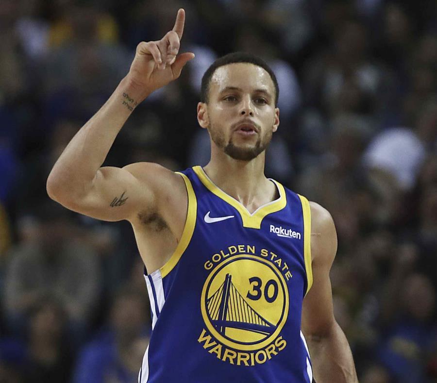 Stephen Curry, de los Warriors de Golden State, celebra una canasta contra los Timberwolves de Minnesota en la segunda mitad del juego de la NBA que enfrentó a ambos equipos, el 10 de diciembre de 2018, en Oakland, California. (AP) (semisquare-x3)