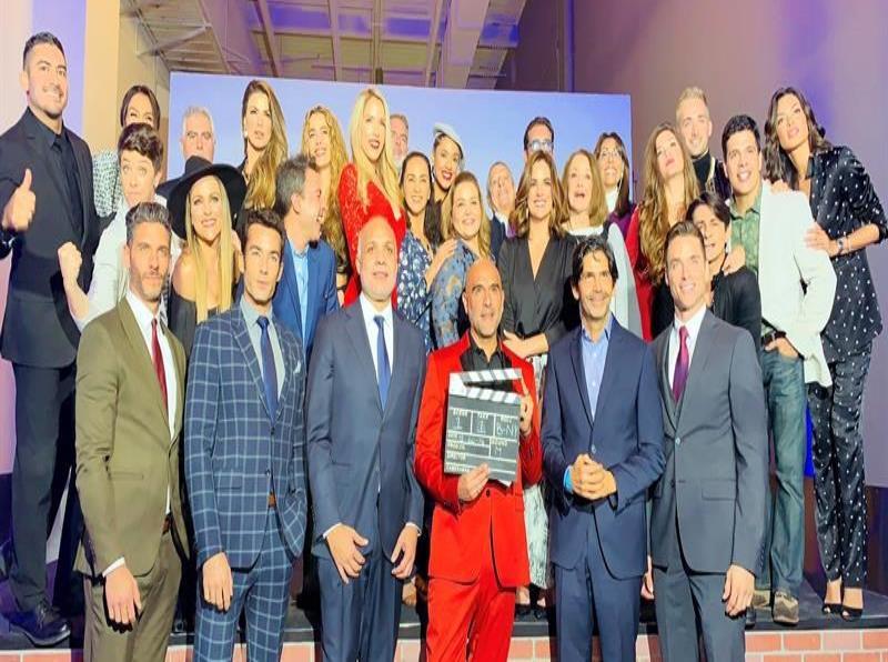 Telemundo presenta al elenco de la versión bilingüe de