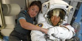 La NASA adelanta la primera caminata espacial exclusivamente de mujeres