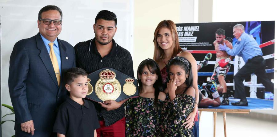Tras cinco meses de espera, Jesús Rojas recibió ayer su faja de campeón mundial interino de las 126 libras de la AMB. (horizontal-x3)