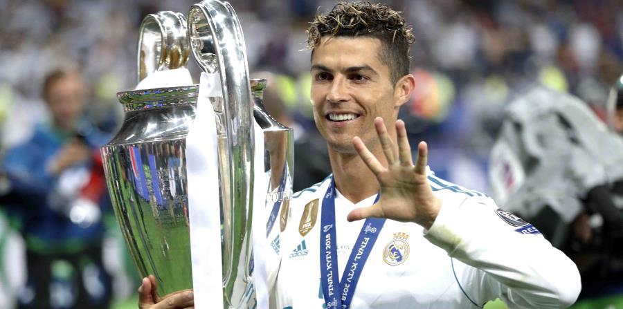 Foto de Cristiano Ronaldo con el trofeo de la Liga de Campeones el pasado mayo. (AP) (horizontal-x3)