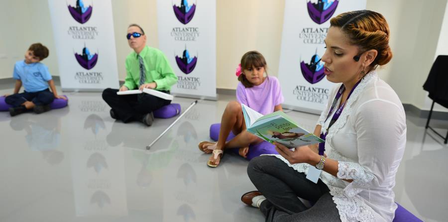 La profesora  Andrea Martínez, dijo que es un trabajo inclusivo   para niños videntes y no videntes. (horizontal-x3)