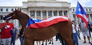 En una colorida protesta exigen el reinicio de las carreras de caballos