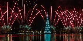 Río de Janeiro vuelve a iluminarse con el árbol de Navidad flotante más grande del mundo