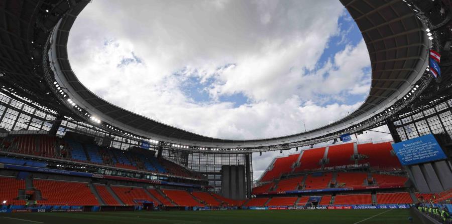El costado derecho de las tribunasa temporales del estadio Ekaterimburgo, Rusia, sede de partidos del Mundial. (horizontal-x3)