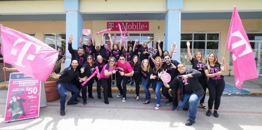 T-Mobile abre su primera tienda en Cidra (horizontal-x3)