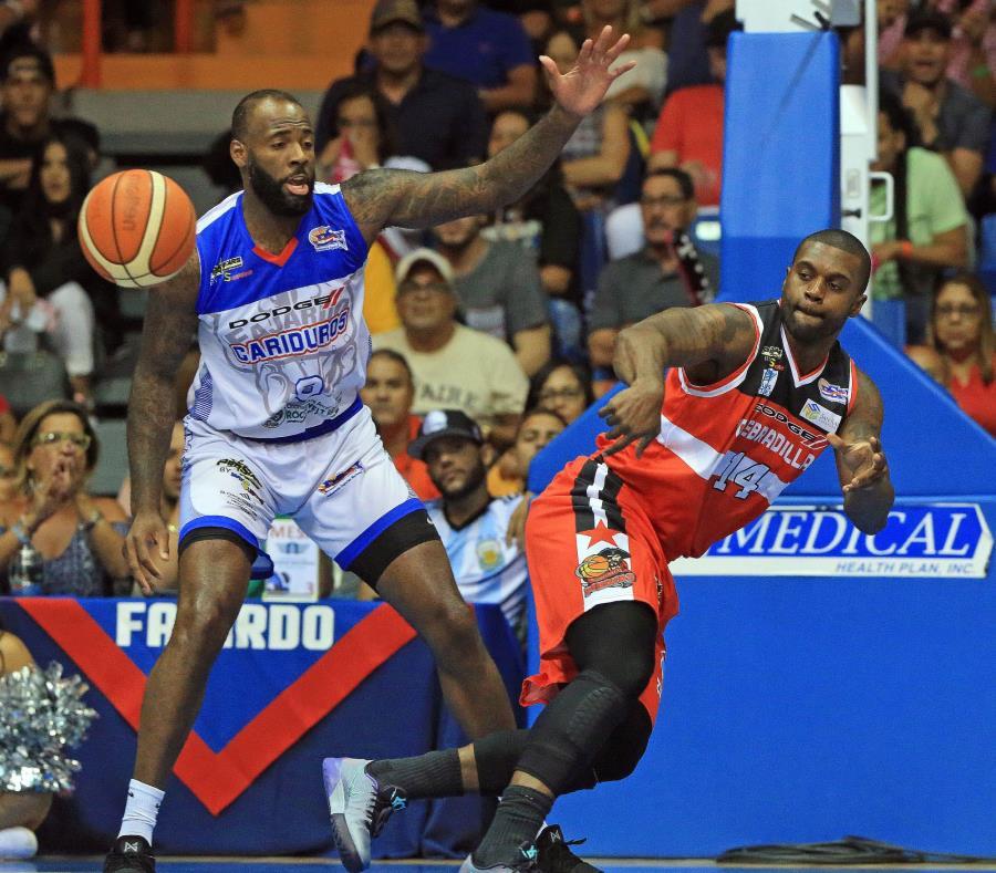 Damion James (izq.)  apenas jugó dos partidos con los Cariduros y promedió 8.5 puntos con 6.0 rebotes antes de ser reemplazado por Eric Dawson. (semisquare-x3)