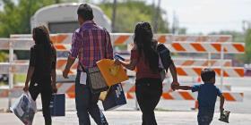 Más de 100,000 niños migrantes detenidos en Estados Unidos, según experto