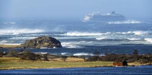 El crucero del terror atraca en puerto seguro en Noruega