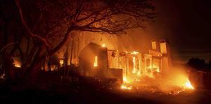Intensos incendios en California mientras batallan con una ola de calor