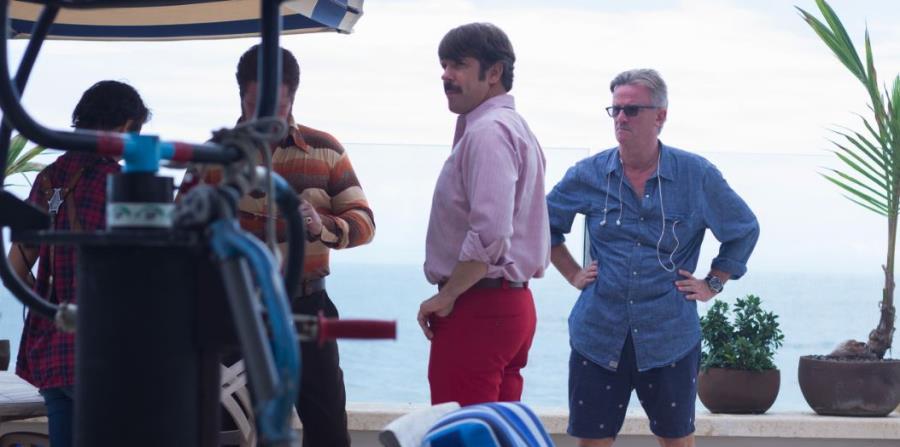 """El actor y comediante estadounidense Jason Sudeikis, (al centro) durante un receso en el rodaje de la película """"Driven"""" en Puerto Rico. (A la extrema derecha) el director del filme, Nick Hamm, de origen británico. (horizontal-x3)"""