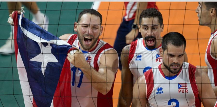 Los jugadores (de izquierda a derecha) Jessie Colón, Eddie Rivera y Pablo Guzmán son tres de los integrantes de la Selección masculina que disputará, desde el 12 de septiembre, el Campeonato Mundial en Bulgaria. (horizontal-x3)