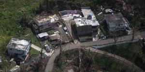 Una mirada aérea desde Cayey a Arecibo a casi tres semanas de María