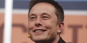 Las acciones de Tesla caen un 8 % en reacción a entrevista de Elon Musk