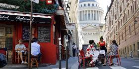 Policía de París prohíbe protesta por riesgos a la salud