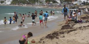Abarrotan las playas para darse el ch...