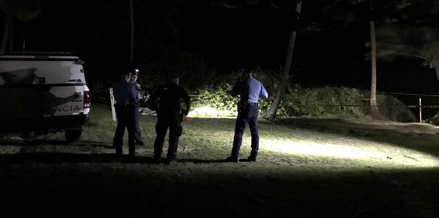La Policía informó que las personas fueron arrastradas por una ola poco antes de las 5:30 p.m. (horizontal-x3)