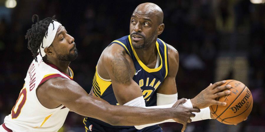 John Holland, a la izquierda, atravesaba su segunda temporada con los Cavaliers. (AP) (horizontal-x3)