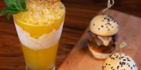 Coctelería creativa con sabores locales en STK