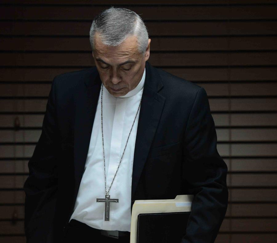 El obispo de Arecibo, Daniel Fernández (semisquare-x3)
