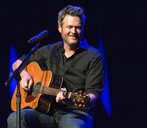 """Blake Shelton es el """"Hombre vivo más sexy"""", según la revista People"""