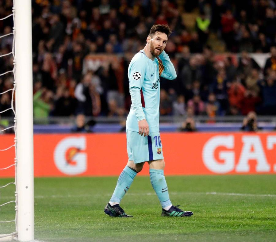 Lionel Messi, del Barcelona, tras desperdiciar una ocasión de gol en el partido contra la Roma por los cuartos de final de la Liga de Campeones, en Roma. (AP) (semisquare-x3)