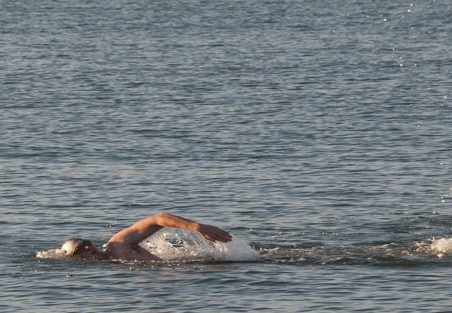 Nadador completa por primera vez recorrido alrededor de Gran Bretaña