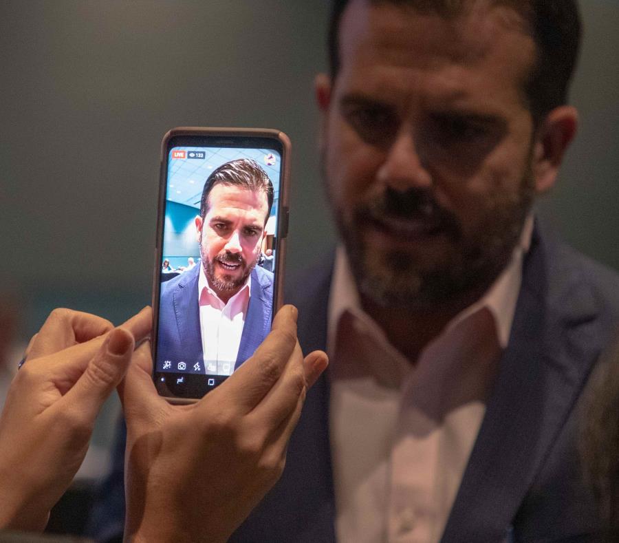 El gobernador grabó un vídeo en directo desde la plataforma de Facebook para solicitar una reunión