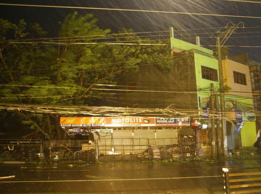 El tifón Mangkhut toca tierra en Filipinas con vientos de hasta 177 millas por hora (semisquare-x3)