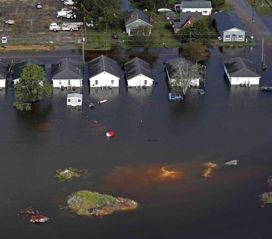 Vista aérea de unas casas en Dillon, Carolina del Sur, que se inundaron debido al huracán Florence. (AP) (semisquare-x3)